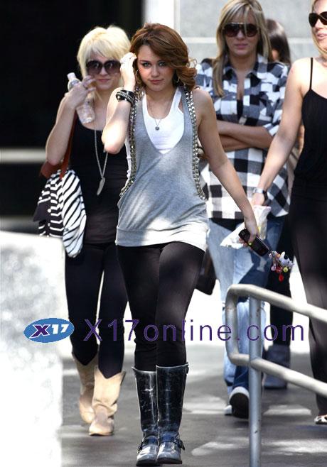 Miley Cyrus MCyrusDance110808_12_X17.jpg