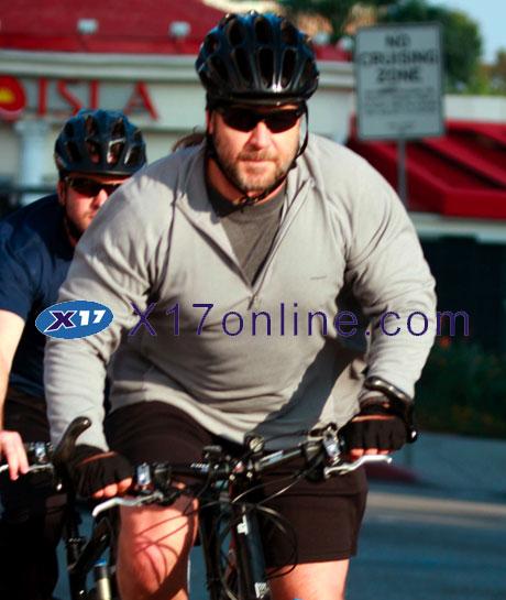 Russell Crowe RCrowe112908_10_X17.jpg