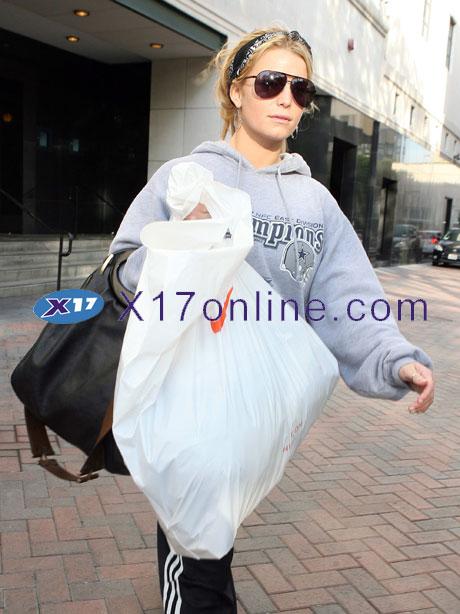Jessica Simpson jsimpsonnike111008_07_X17.jpg