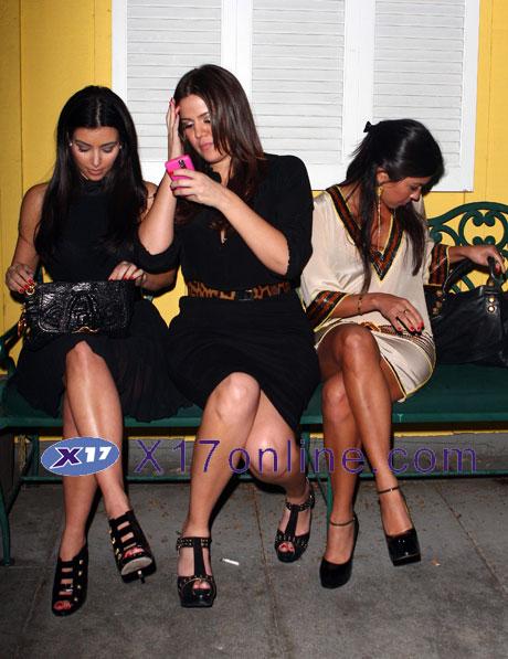 kardashians110208_03_X17.jpg
