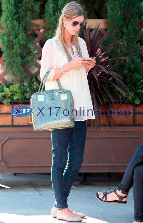 Nicky Hilton nhilton111908_08_X17.jpg