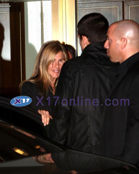 Jennifer Aniston JAniston120408_016_X17.jpg