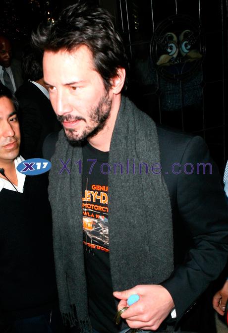 Keanu Reeves kreeves120508_01_X17.jpg