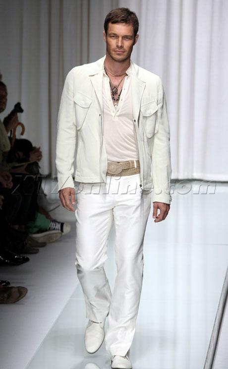 versace062109_43_X17.jpg