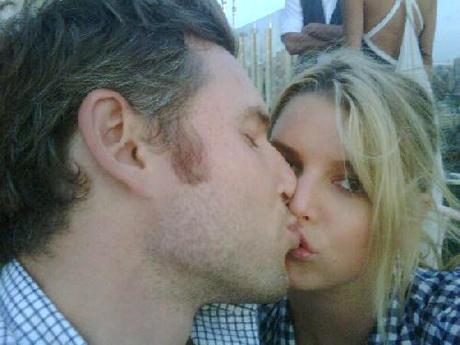 jessica-kiss.jpg