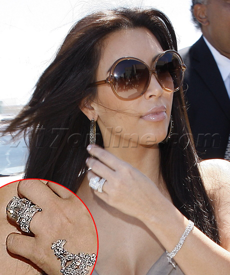 Kim Sports Massive New Wedding Band Kris Goes Ringless X17 Online