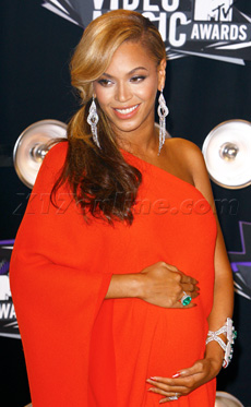 BeyonceBabyItsAGirl230.jpg
