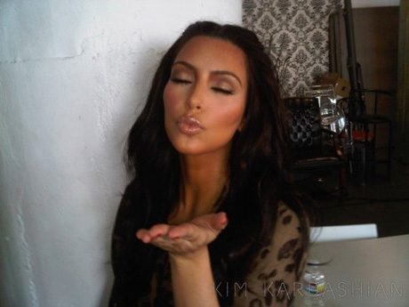 Kim-Kardashian-Kisses-Thank-You-Fans-Messages260