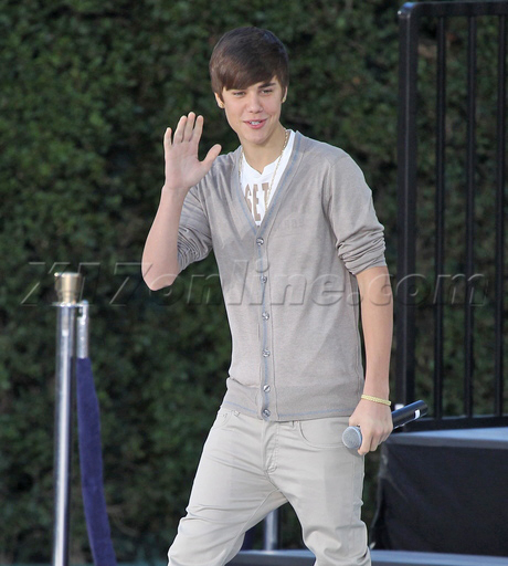 Bieber-012612_01-full.jpg