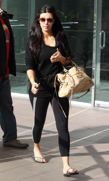 kardashian012012_11_X17blackpilatesWM460.jpg
