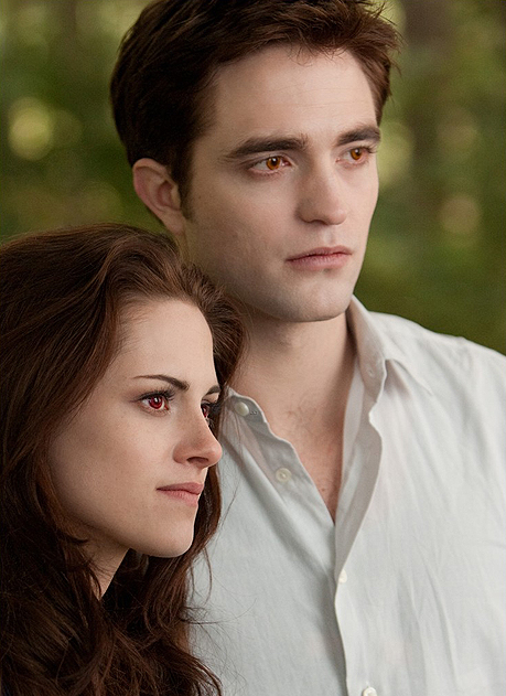 robert-pattinson-kristen-stewart-new-breaking-dawn-still-01.jpg