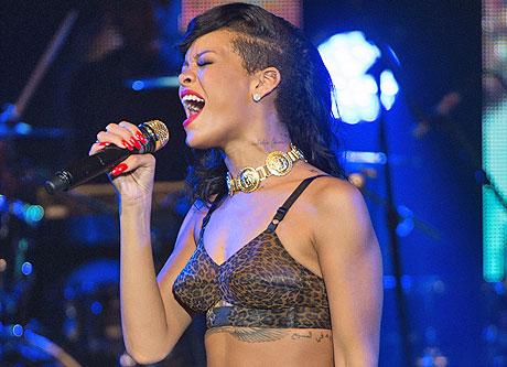 Rihannaconcert111912_04_460.jpg