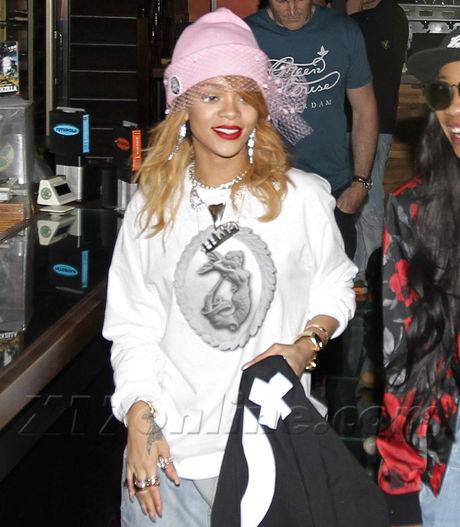 Rihanna062213_04-full.jpg