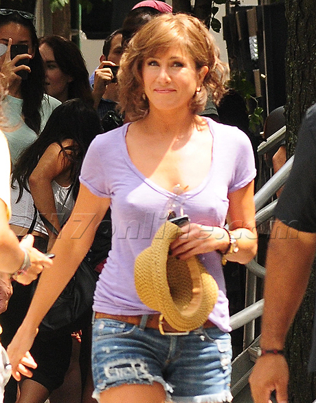 aniston-nipples-460.jpg