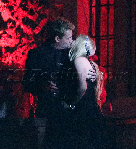 avril-wedding-kiss.jpg