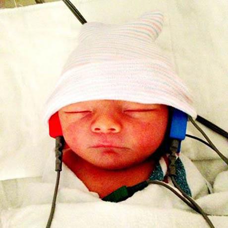 fergie-baby-headphones.jpg