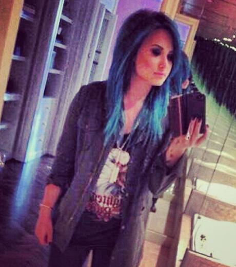 demi-lovato-blue-hair.jpg