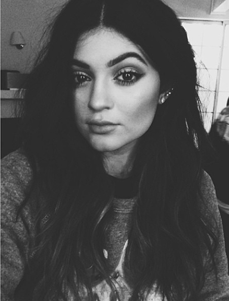 kylie-brows-460.jpg