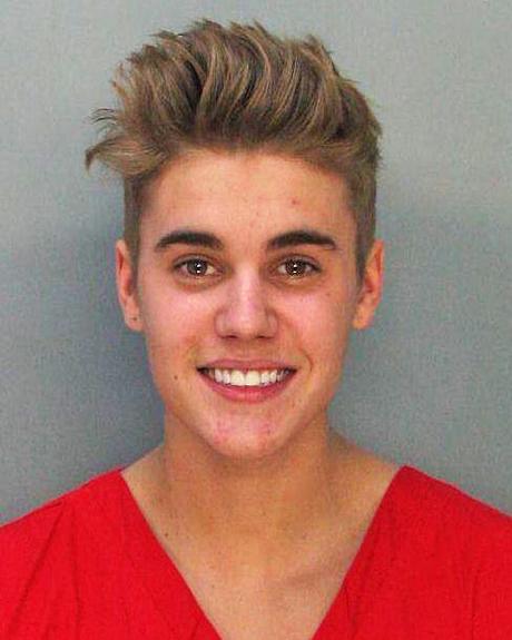 justin-bieber-mugshot-smiles-1-1.jpg