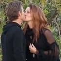 "<em><span class=""exclusive"">EXCLUSIVE PHOTOS</span></em> - Julia Roberts And Danny Moder Bond With Their Daughter And Share A Sweet Smooch"