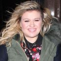 Kelly Clarkson Is Having A Blast Before Appearing On <em>The Tonight Show With Jimmy Fallon</em>