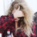 Khloe Kardashian Shows Off Some Seriously Bruised Knees At The Studio