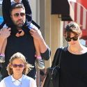 "<em><span class=""exclusive"">FIRST PHOTOS</span></em> - Ben Affleck And Jennifer Garner Send The Message Their Marriage Is Solid"