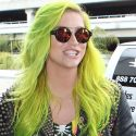 Kesha Shows Off Her Slime Green Hair And Gives Her Fans Plenty Of Love