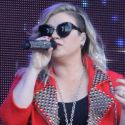 Kelly Clarkson Announces She's Pregnant With Second Child During L.A. Concert