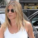 Jennifer Aniston Nips Out For Some Errands, Amid Pregnancy Rumors