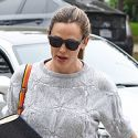Possibly-Pregnant Jennifer Garner Keeps Us Guessing In A Baggy Sweater And Mom Pants