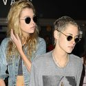 "<em><span class=""exclusive"">EXCLUSIVE</span></em> - Kristen Stewart And Girlfriend Stella Maxwell Take The Same Flight As Rob Pattinson!"