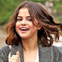 Report: Selena Gomez Heads To Cabo With Pals For New Years, While Justin Bieber Kicks It In Canada