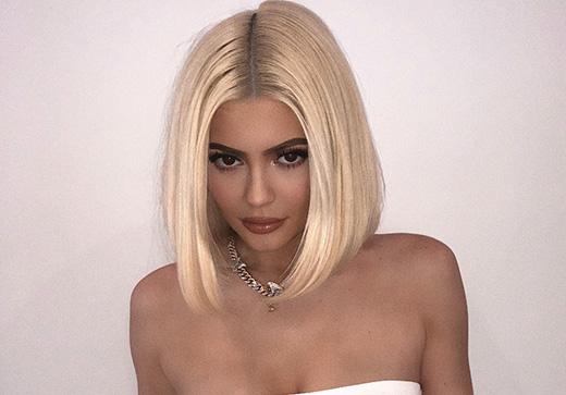 Kylie rocks her new blonde bob on a Jamba Juice run.