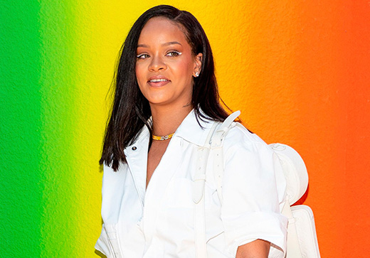 Rihanna turns down the Superbowl halftime show to show support for Colin Kaepernick.