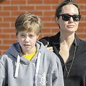 """<em><span class=""""exclusive"""">EXCLUSIVE PHOTOS & VIDEO</span></em> - Angelina Jolie Takes Shiloh To The Pet Store To Buy A Bird"""