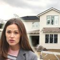 """<em><span class=""""exclusive"""">EXCLUSIVE</span></em> - Jennifer Garner Builds Downsized Dream Home After Selling House With Ben Affleck For $32M"""
